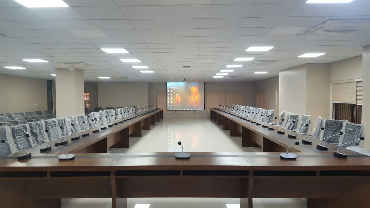 Wireless conferencing & projection system